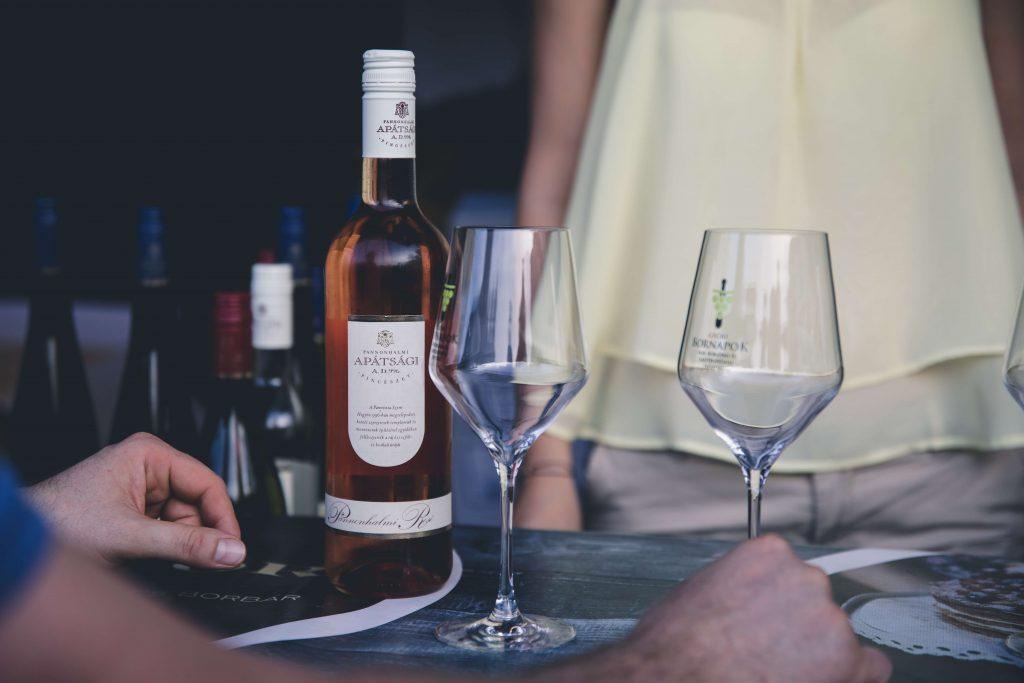 Eventos de cata de vinos y soluciones tecnológicas para registrar digitalmente los vinos favoritos de los visitantes.